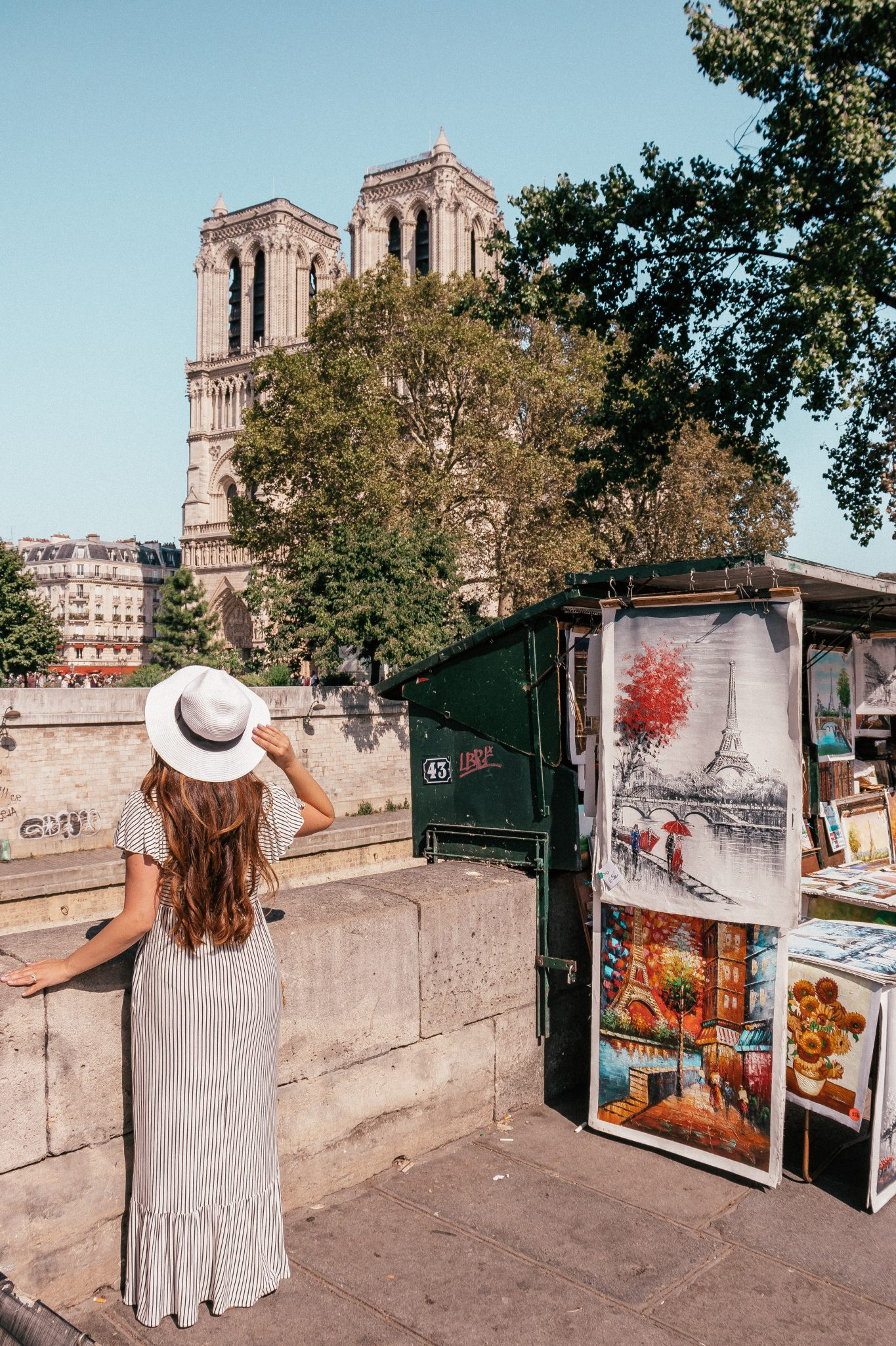 12 Best Photo Spots in Paris For Epic Instagram Shots - Les Bouquinistes
