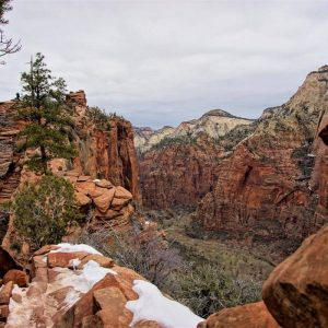 11 of the Best Winter Hikes in the US